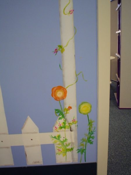 Flowers on fence2